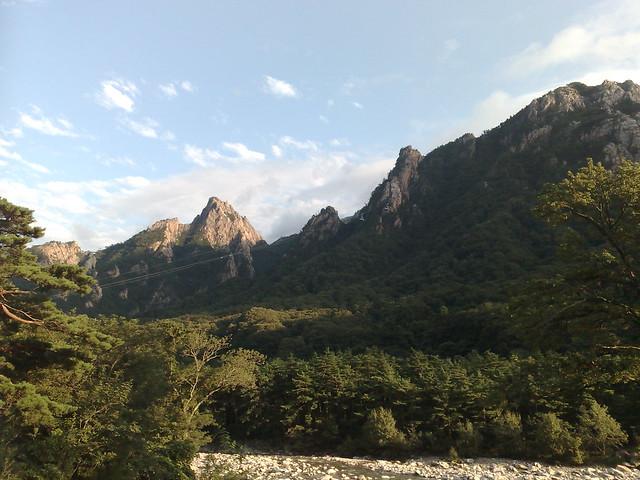Seoraksan National Park, South Korea by CC user timjoyfamily on Flickr