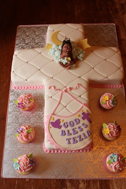 Cross cake with matching cuppies