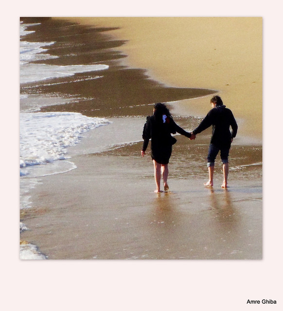 L 39 amour d 39 un couple saint malo sur une plage nich e au creux de la - Video amour sur une table ...