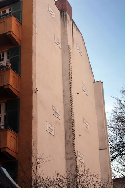 Il palazzo che non c'è: targhe commemorative