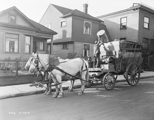 Horse-drawn garbage wagon, 1915