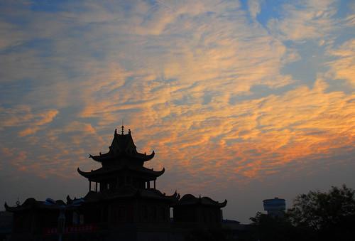 china autumn cloud silhouette sunrise nikon day cloudy 中国 partlycloudy drumtower gulou yinchuan 宁夏 银川 d80 nikkor18135mm ningxiahuiautonomousregion
