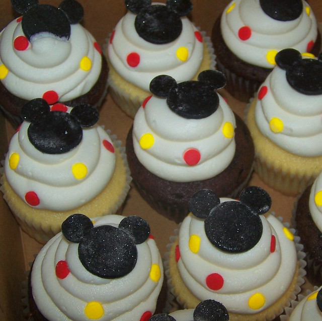 Pictures Of Mickey Mouse Cupcakes : Mickey Mouse cupcakes Fondant Mickey topped with edible ...
