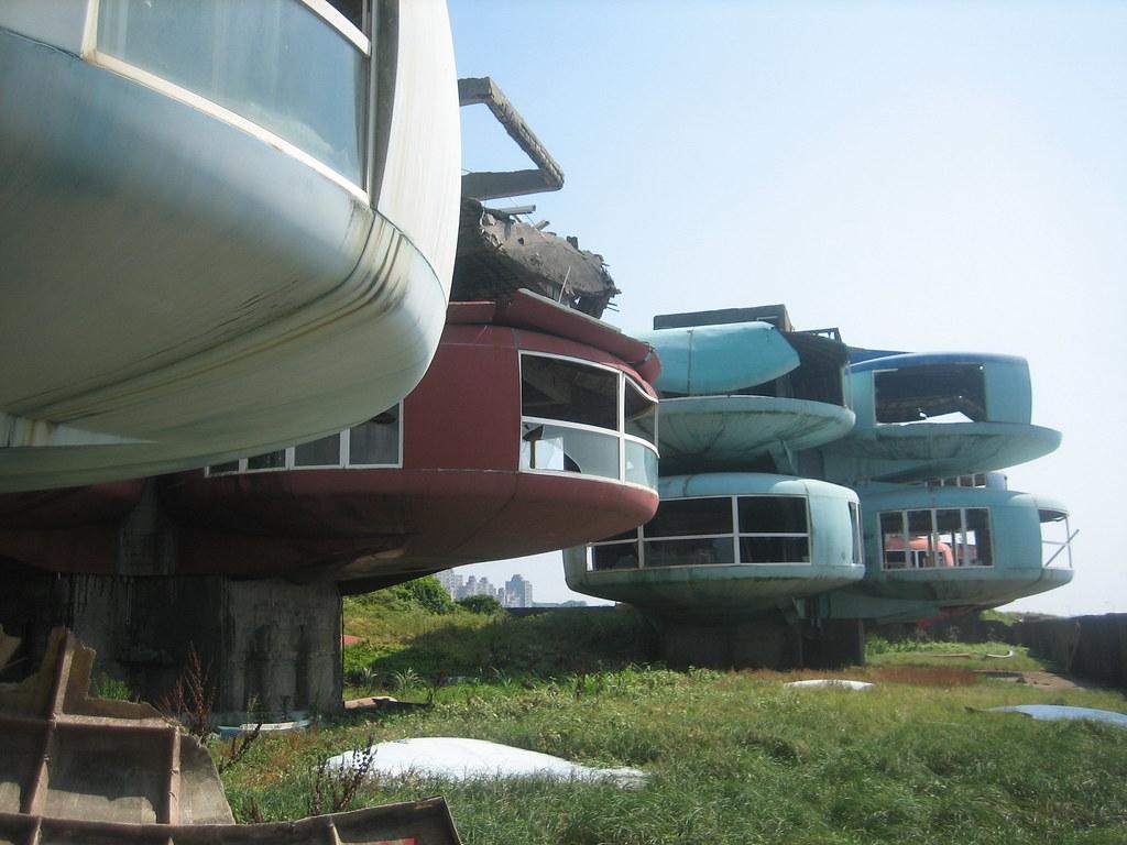 casas futuristas abandonadas