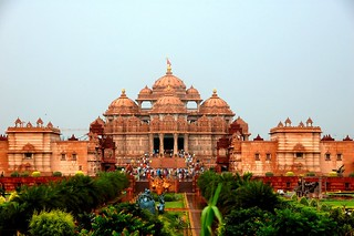 Marvel at the visual allure of musical fountain at Akshardham temple - Things to do in New Delhi