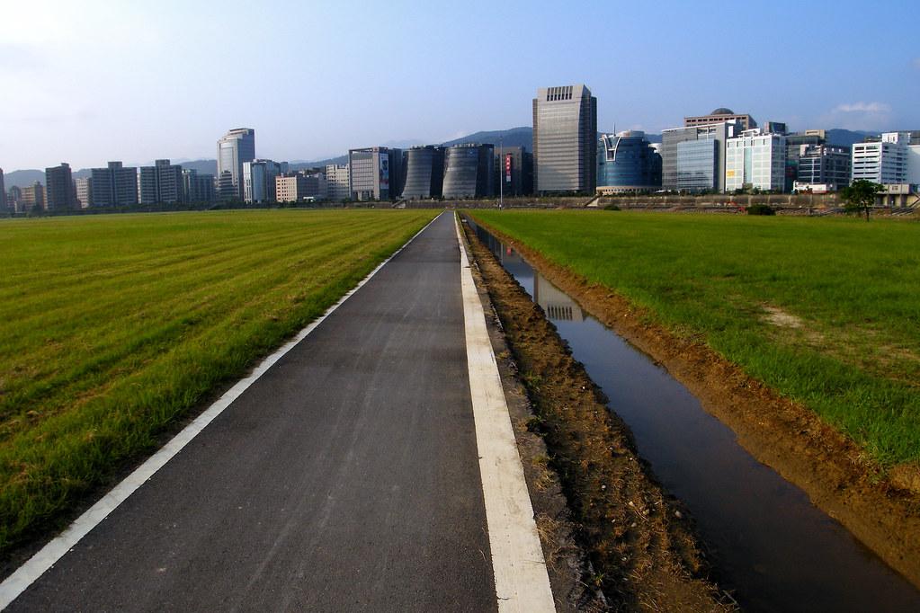 迎風河濱公園