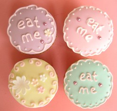 """""""eat me"""" alice in wonderland cupcakes by hello naomi"""