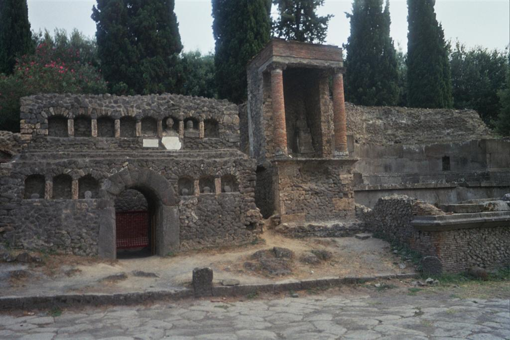 Muralla interior pompeya - 2513214443 cb747cb7cd o - Pompeya, donde el tiempo se detuvo en un instante