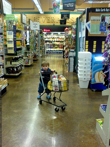 pushing his final selections up to the cash register   DSC01335