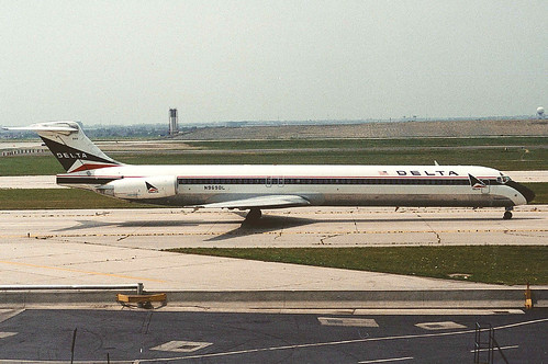 Delta MD-88 N969DL