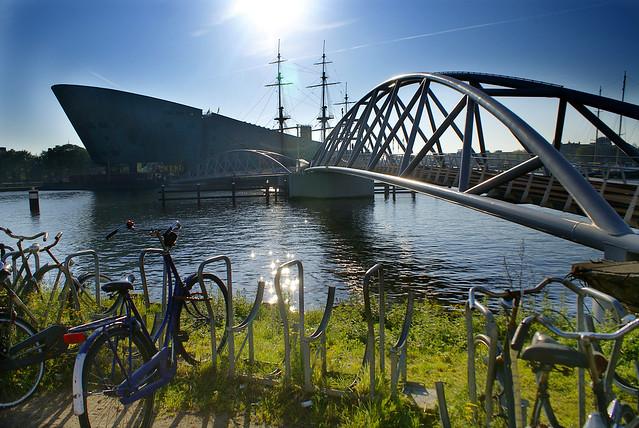 dans le port d amsterdam flickr photo