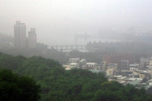 高雄的空氣汙染情況。圖片來源:黃裕文