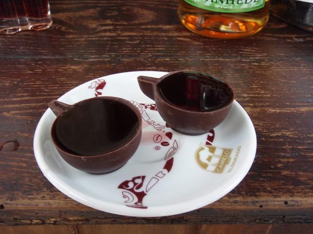une sorte de liqueur de cerise dans une coupelle en chocolat le mon cherie d 39 obidos flickr. Black Bedroom Furniture Sets. Home Design Ideas