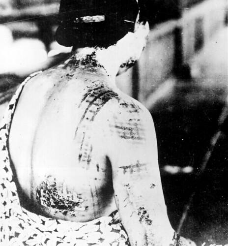 無料写真素材, 戦争, 戦争犠牲者, 日本人, 原子爆弾, 第二次世界大戦, 太平洋戦争, モノクロ, 人物  後ろ姿