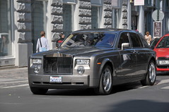 rolls-royce phantom coupã©(0.0), rolls-royce silver seraph(0.0), rolls-royce phantom drophead coupã©(0.0), bentley arnage(0.0), supercar(0.0), sports car(0.0), automobile(1.0), rolls-royce(1.0), vehicle(1.0), automotive design(1.0), rolls-royce phantom(1.0), sedan(1.0), land vehicle(1.0), luxury vehicle(1.0),