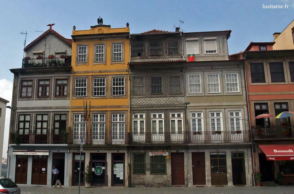 Façades traditionnelles de Porto. On remarquera les fenêtres, qui nous rappellent que les échanges commerciaux avec les anglais furent nombreux au long des siècles.