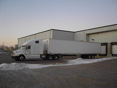 vehicle(1.0), transport(1.0), trailer truck(1.0), trailer(1.0), cargo(1.0),