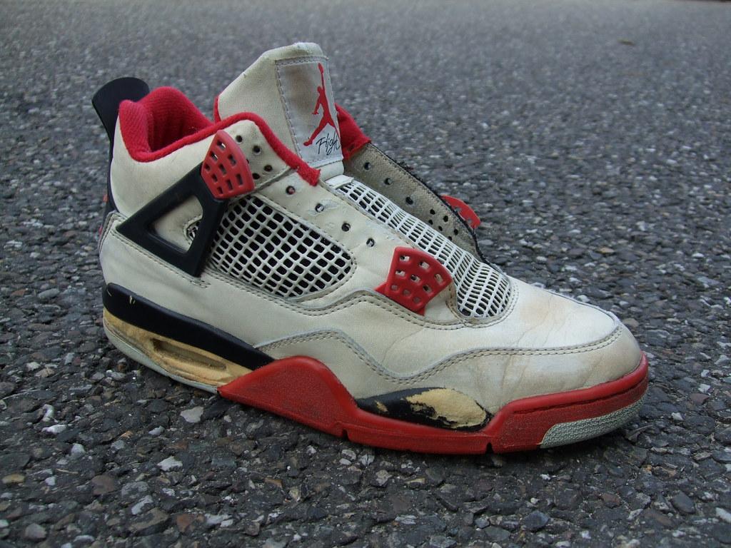 ... Nike Air Jordan 4 (1989)  ed32356c9