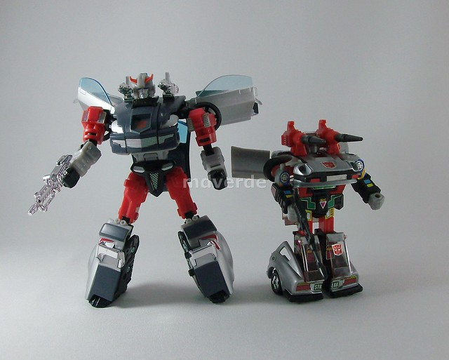 Transformers Streak Henkei (Silverstreak) - modo robot vs. G1