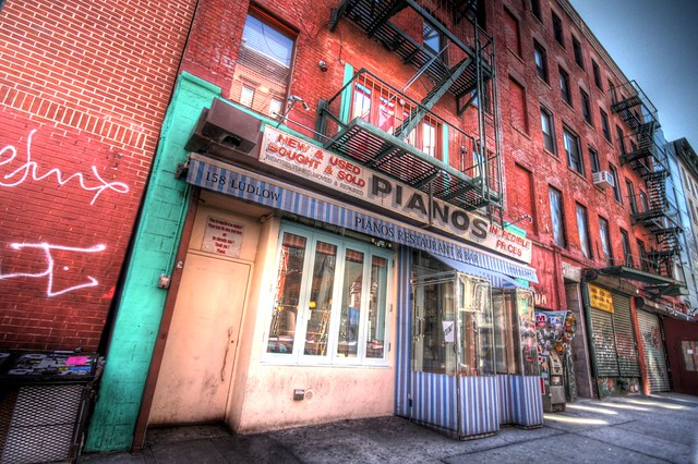 Piano's bar in the Lower East Side 158 Ludlow St., New ...