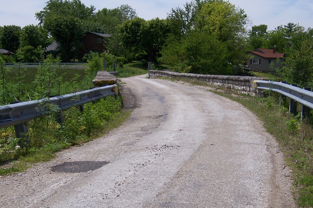 Stone bridge, one-lane alignment