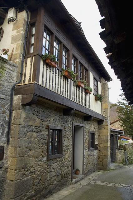 Casa de piedra y corredor de madera flickr photo sharing - Casas de madera y piedra ...