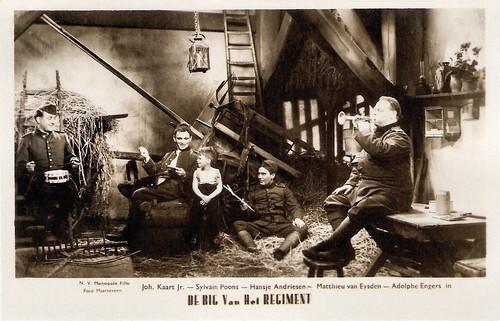 Johan Kaart, Sylvain Poons, Hansje Andriesen, Matthieu van Eysden, and Adolphe Engers in De Big van het regiment (1935)
