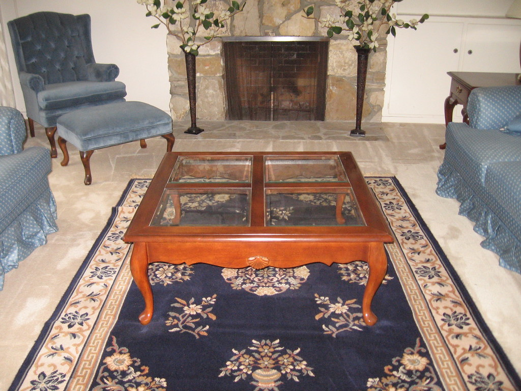 Coffee table & area rug
