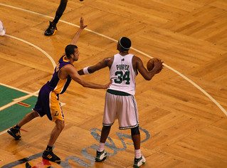 Pierce posts up Farmar