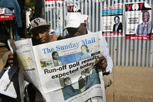 Zimbabweans reading the Sunday Mail which reported on the peaceful national run-off elections in June 2008 which were won by President Robert Mugabe. Mugabe then headed to Egypt for the African Union Summit. by Pan-African News Wire File Photos