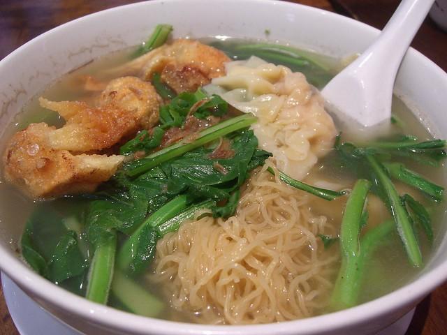 鲜虾水饺面 Prawn and Pork Dumpling Noodle Soup - Claypot King ...
