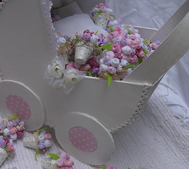 Cesta para lembranças em forma de carrinho de bebé | Flickr ...