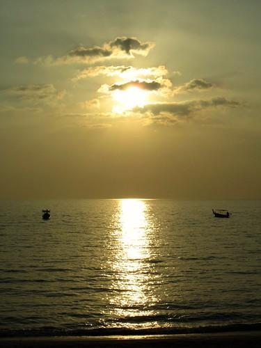 light sunset sea sky orange cloud sun sunlight white reflection sunshine yellow clouds thailand boats atardecer gold evening zonsondergang paradise tramonto sonnenuntergang dusk horizon tailandia thaïlande pôrdosol lan thai cumulus tropical melacca phuket 日落 province strait melaka coucherdesoleil nga khao lak andaman zachód słońca puestadelsol phangnga tailândia günbatımı закат ηλιοβασίλεμα غروب 일몰 phang thái 泰国 日没 ประเทศไทย mueang 태국 thajsko tajlandia matahariterbenam hoànghôn 타이 พระอาทิตย์ตกดิน paglubogngaraw thaiföld タイ王国 เขาหลัก تايلاند सूर्यास्त mygearandme mygearandmepremium সূর্যাস্ত taýland