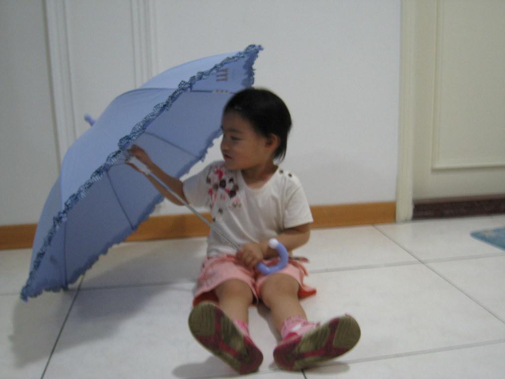 Rachel - 20080421 - Tire uma foto com guarda-chuva
