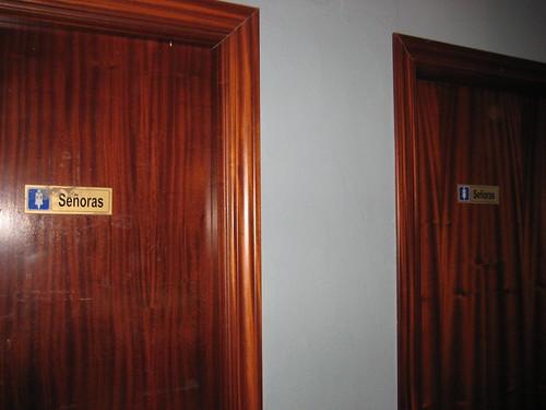 Otra Puerta De Wc P Blico Fenrique Dice