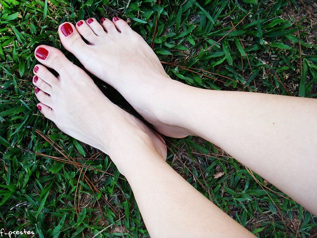 white legs red nails