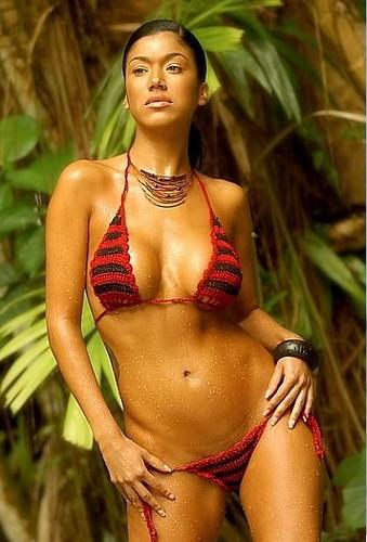 micro bikini rojo y negro