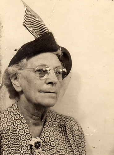 Lady with flyaway hat in a photobooth