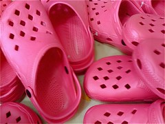 outdoor shoe(0.0), heart(0.0), leg(0.0), petal(0.0), pattern(1.0), magenta(1.0), footwear(1.0), shoe(1.0), slipper(1.0), pink(1.0),