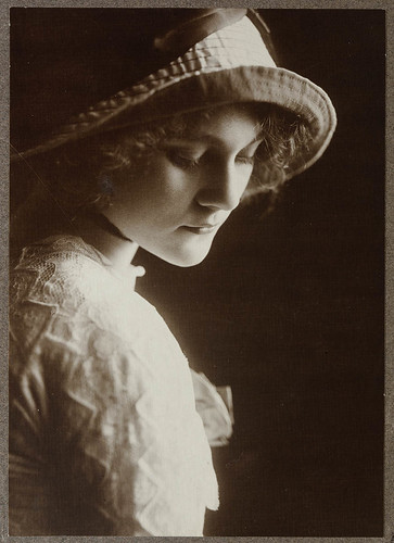 Louise Carbasse ca. 1913 / photographed by Rudolph Buchner