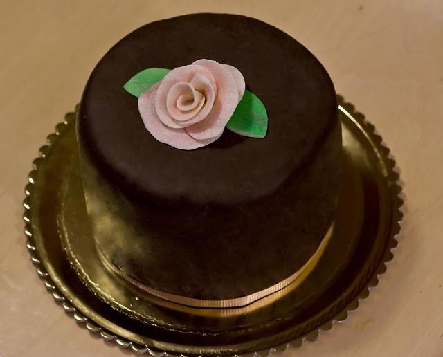 Pin town crier bakery 215 794 9910 henna design wedding for Decorazioni torte ninjago