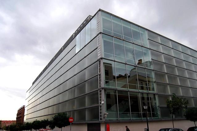 Planos de vidrio: luz y reflejo. 28 Q El Águila Mansilla-Tuñón Archivo Regional 10944
