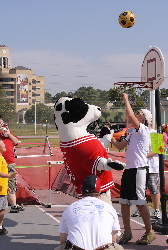 Buddy Walk 2008: Chick-filet Cow Shoots Hoops!!