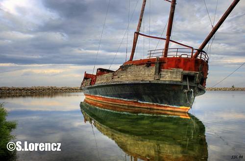 ontario boat niagara jordan shipwreck hulk lakeontario stcatherines hdr qew 1000views pirateship rustedboat rebelxti jordanharbour