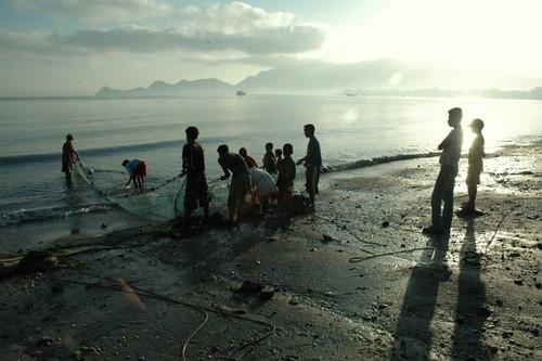 blue sun net beach kids clouds sunrise seaside fishing fisher lowtide timor easttimor dili nofish timorleste