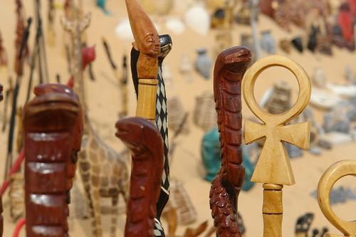 Objetos y tallados que venden al turista pueblo nubio de aswan - 2473742681 ed21aa6055 - Pueblo Nubio de Aswan, Restos de aquella antigua cultura