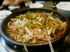noodle(0.0), mie goreng(0.0), noodle soup(0.0), pancit(0.0), samgyeopsal(0.0), yaki udon(0.0), soup(0.0), chow mein(0.0), bãºn bã² huế(1.0), dak galbi(1.0), food(1.0), dish(1.0), pad thai(1.0), cuisine(1.0), chinese food(1.0),