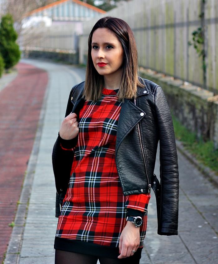 checked_dress-street_style-outfit-zara-black_boots-parfois-black_jacket