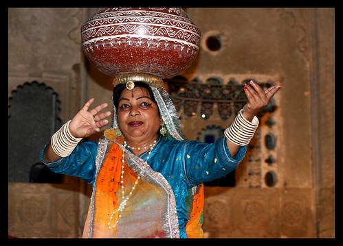 photography dancer udaipur rajasthani 5photosaday colorphotoaward canoneos40d santoshnc santoshnambychandran