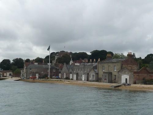 由於氣候變遷造成海平面上升的影響,島上早期的濱海建築距離海愈來愈近,這也成為英國國民信託在解說海岸線議題時的活教材。